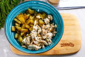 Рыбный салат с сухариками - фото шаг 2