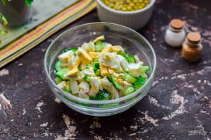 Салат с огурцом и горошком - фото шаг 4