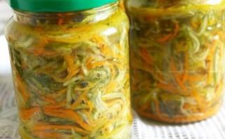 Салат из огурцов и морковки на зиму - фото шаг 6
