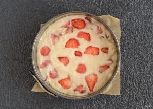 Постный пирог с клубникой - фото шаг 5