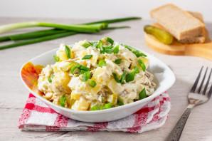 Салат с рыбой горячего копчения и картофелем - фото шаг 7