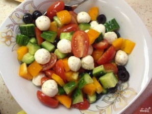 Салат с моцареллой и маслинами - фото шаг 8