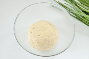 Вкусный пирог с зеленым луком и яйцами - фото шаг 3