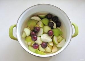 Компот из яблок, груш и алычи - фото шаг 3