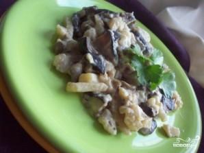 Тушеная картошка с грибами и сметаной - фото шаг 5