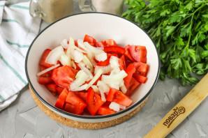 Салат с селедкой и помидорами - фото шаг 3