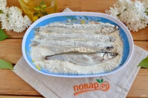 Мойва, жареная на сковороде - фото шаг 3