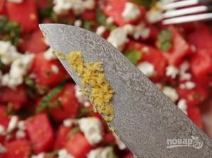 Арбузный салат с сыром и мятой - фото шаг 3