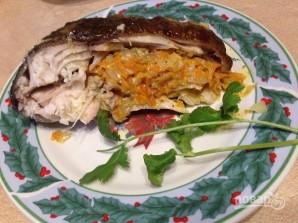 Линь, запеченный с луком и морковью - фото шаг 10
