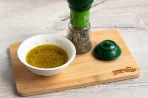 Овощной салат с маслинами и кунжутом - фото шаг 4