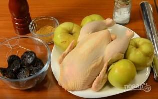 Курица с черносливом в фольге - фото шаг 1