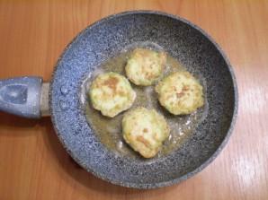 Жареные кабачки в яйце и муке - фото шаг 7