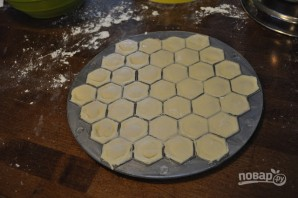 Тесто на пельмени на воде - фото шаг 6