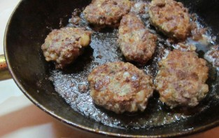 Вкусные котлеты из говядины - фото шаг 7