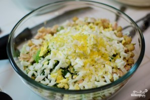 Салат с сельдереем и тунцом - фото шаг 4