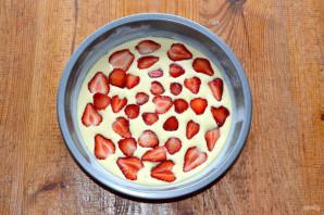 Бисквитный пирог с клубникой - фото шаг 6