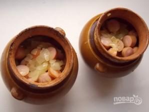 Картошка с сосисками в горшочках - фото шаг 5