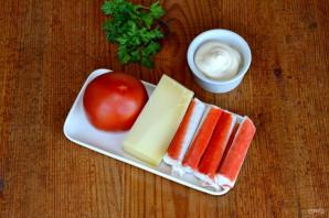 Слоеный салат с помидорами и крабовыми палочками - фото шаг 1