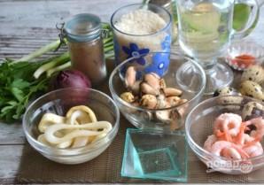 Теплый салат из морепродуктов - фото шаг 1
