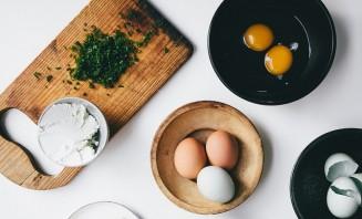 Французский омлет с сыром - фото шаг 1
