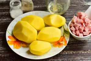 Картошка с карбонатом в духовке - фото шаг 1