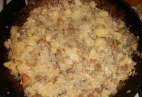 Пирожки из слоеного теста с грибами и картошкой - фото шаг 6