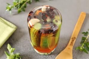 Огурцы маринованные с черноплодной рябиной - фото шаг 8
