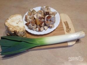 Луково-сельдерейный суп с грибами - фото шаг 1