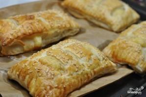 Слоеное тесто с сыром в духовке - фото шаг 4