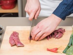 Стир-фрай из говядины и брокколи - фото шаг 1