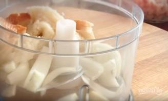 Куриные тефтели в молочном соусе - фото шаг 1