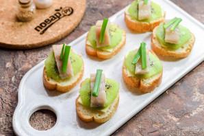 Бутерброды с селедкой и киви - фото шаг 6