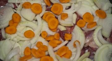 Баранина с овощами в казане - фото шаг 4