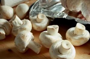 Курица в сметане с грибами - фото шаг 2