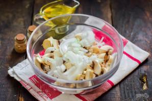 Салат со шпротами и грибами - фото шаг 3