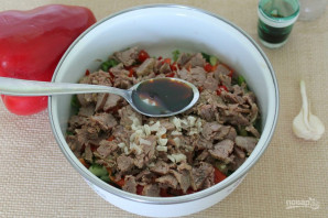 Салат с говядиной, болгарским перцем и огурцом - фото шаг 6