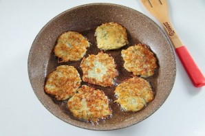 Картофельные драники с творогом - фото шаг 6