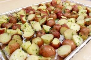Картофель, запеченный в духовке с зеленью  - фото шаг 3