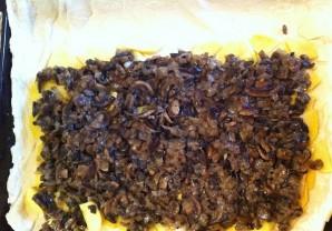 Пирог из слоеного теста с грибами и картошкой - фото шаг 5