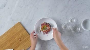 Тартар из Чоризо с сыром и томатами - фото шаг 3