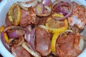 Лучший рецепт маринада для шашлыка из свинины - фото шаг 5