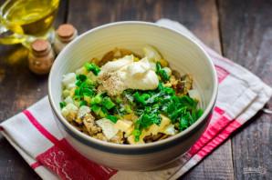 Салат со шпротами и грибами - фото шаг 10
