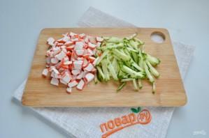 Крабовый салат в лаваше - фото шаг 2