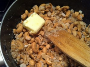 Орехи в карамели - фото шаг 3