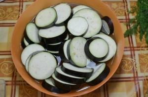 Баклажаны с грибами, запеченные в духовке - фото шаг 1