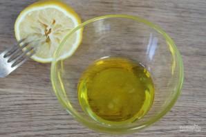 Салат из молодой капусты с чесноком и грецкими орехами - фото шаг 5