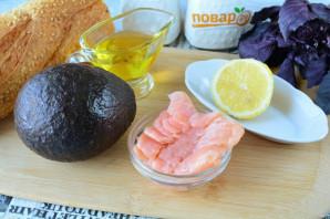 Брускетты с рыбой и авокадо - фото шаг 1