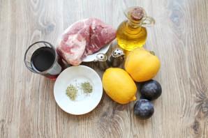 Мясо запеченное с фруктами - фото шаг 1