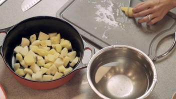 Говядина с картошкой в казане - фото шаг 3