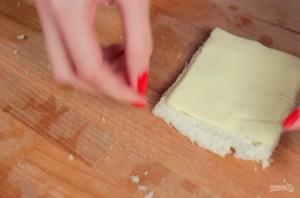 Хлебные рулетики с сыром - фото шаг 2